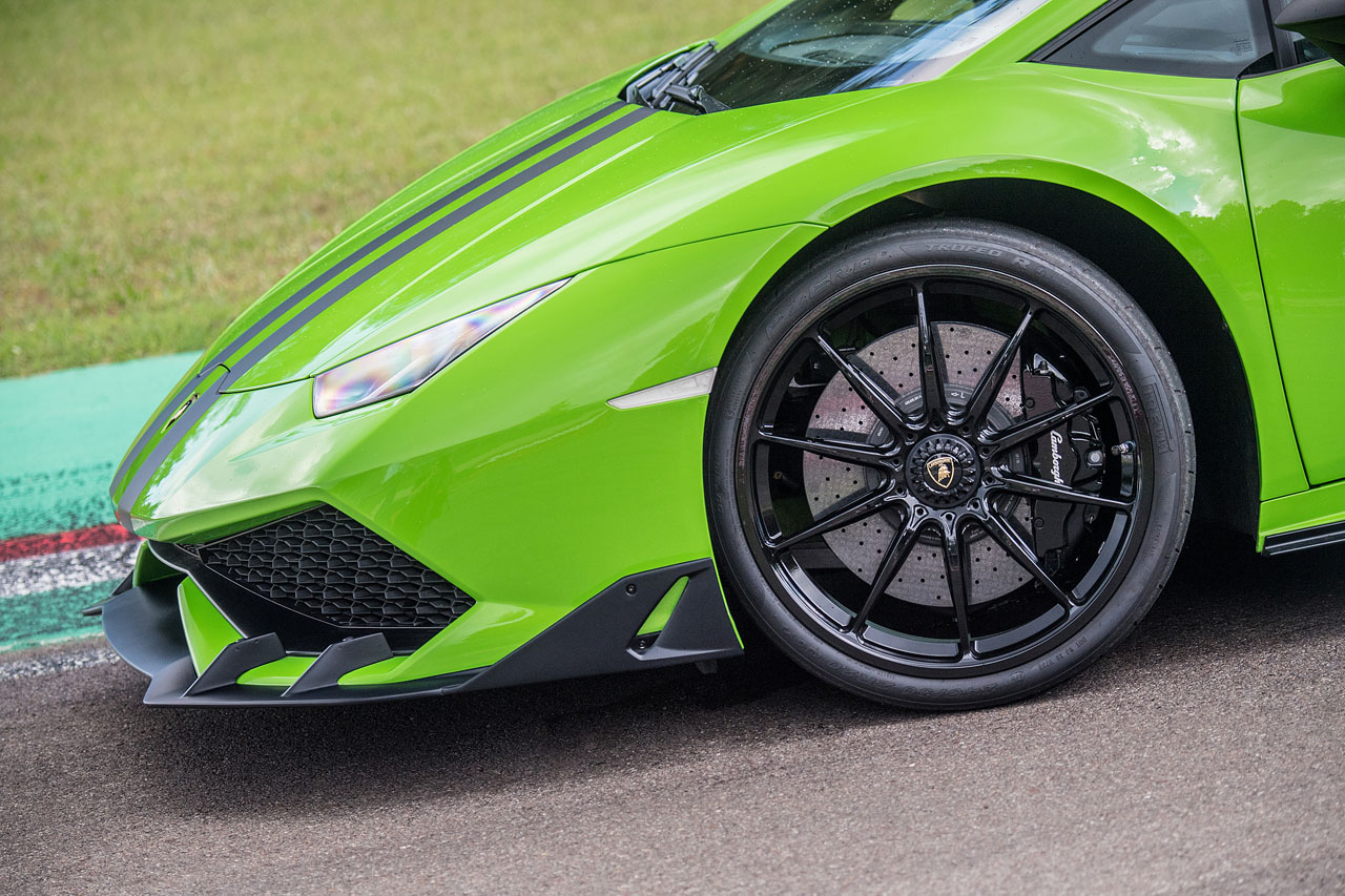 https://www.lambocars.com/wp-content/uploads/2020/12/three_new_packages_for_huracan_12.jpg